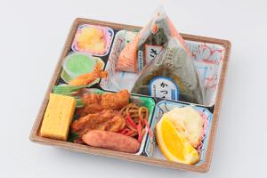 おにぎり弁当/450円(税込)