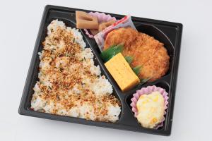 ⑧豚カツ弁当/電子レンジ対応 320円(税込)
